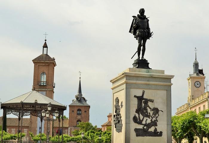 La plaza cervantes de alcala de henares - Casas regionales alcala de henares ...
