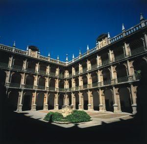 Patio de Santo Tomás de Villanueva. Turismo de Congresos. Universidad de Alcalá de Henares