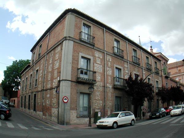 Colegio menor de Santa María de Regla y Santos Justo y Pastor o de León