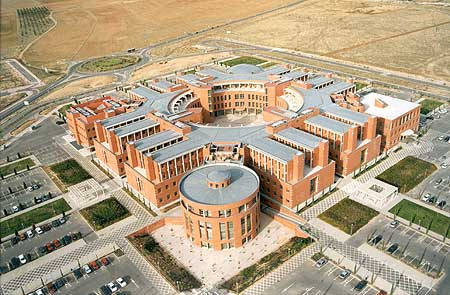 Arquitectura contemporánea en Alcalá de Henares, Edificio Politécnico