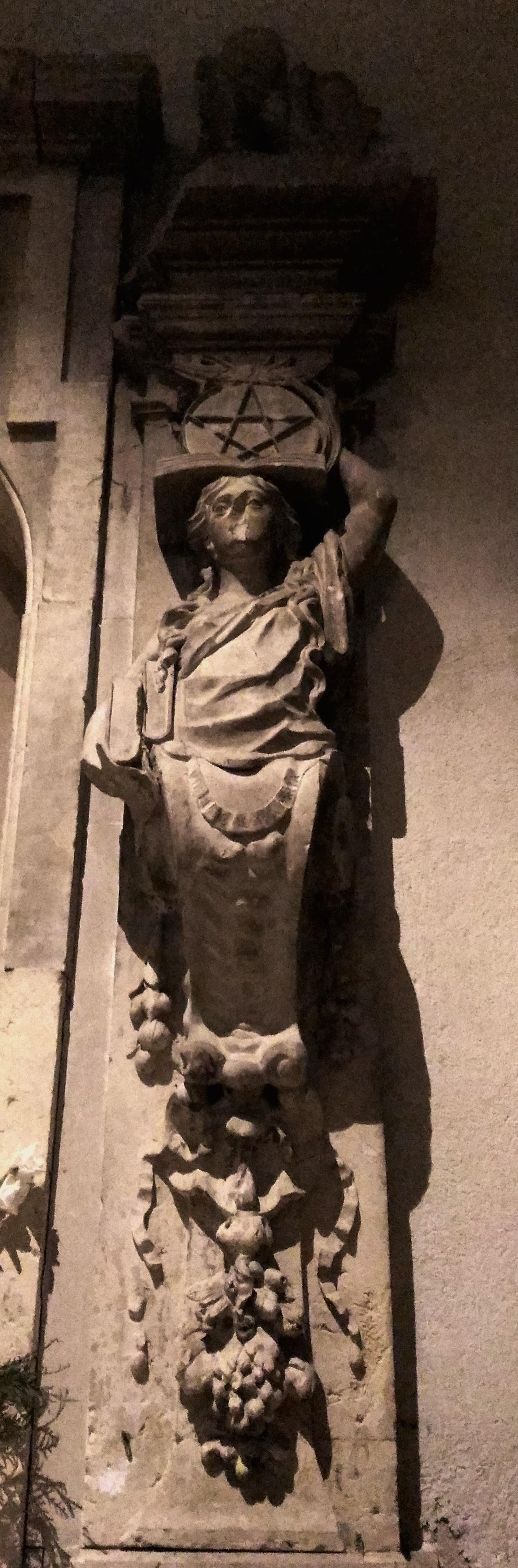Hacia la cripta de los Santos Niños
